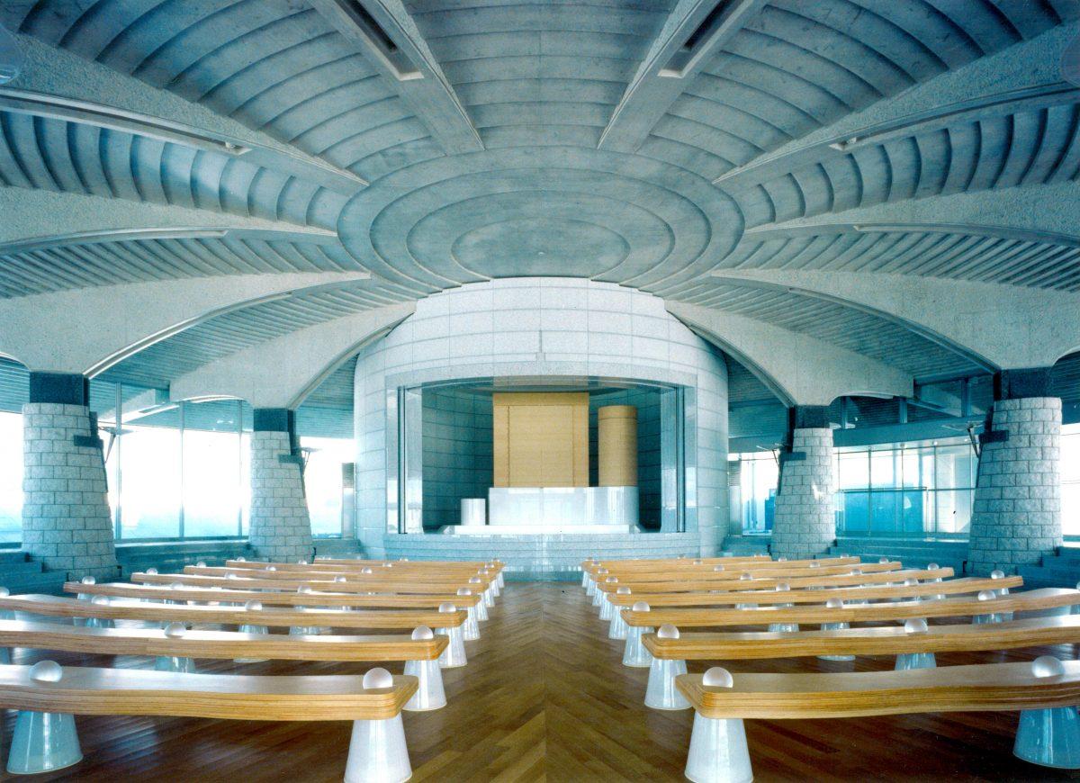 神慈秀明会黄島神殿 椅子のサムネイル